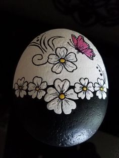 √ 50 Best Rock Painting Ideas, Weapon to Wreck Your Boring Time - HARP POST Best Easy Painted Rocks Ideas For Beginners (Rock Painting Inspirational & Stone Art) Rock Painting Patterns, Rock Painting Ideas Easy, Rock Painting Designs, Paint Designs, Paint Ideas, Pebble Painting, Pebble Art, Stone Painting, Diy Painting