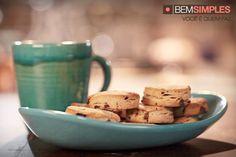 Delicioso cookie de chocolate para deixar sua tarde mais feliz. http://www.bemsimples.com/br/receitas/91327-cookies