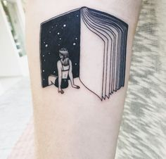 45 charming book tattoo designs ideas for bookworms tattoos Future Tattoos, New Tattoos, Body Art Tattoos, Small Tattoos, Tatoos, Crazy Tattoos, Drawing Tattoos, Faith Tattoos, Maori Tattoos