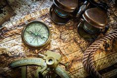 Stock Bild von 'Vintagestill Leben mit Kompass, Sextant und alte Karte'