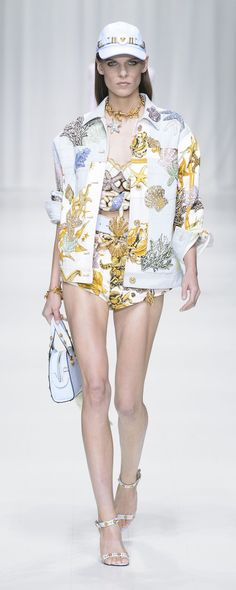 Versace Spring-summer 2018 - Ready-to-Wear - http://www.orientpalms.com/Versace-6922 - ©ImaxTree