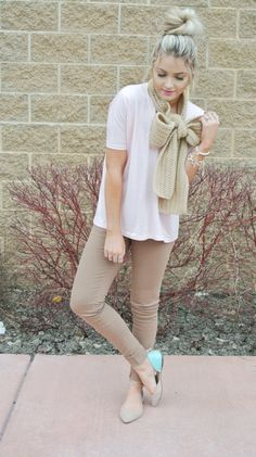 Simple and Stylish Outfits with Top Bun0221
