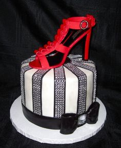 Gucci Shoe Cake - Cake by Cuteology Cakes Gorgeous Cakes, Pretty Cakes, Amazing Cakes, Cake Icing, Fondant Cakes, Eat Cake, Crazy Cakes, Fancy Cakes, Pink Cakes