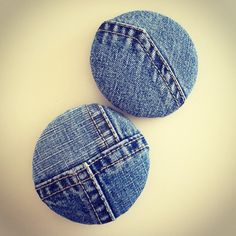 Buttons/ earrings from jeans scraps Fabric Earrings, Button Earrings, Fabric Jewelry, Denim Earrings, Denim Scraps, Recycling, Jean Crafts, Denim Ideas, Jeans Denim