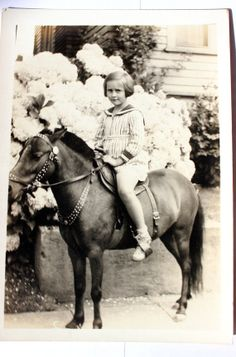 Cute Little Girl on Horse Pony Vintage Photograph Cute Little Girls, Little Pony, Vintage Children Photos, Vintage Kids, Vintage Photographs, Vintage Photos, Old Fashioned Photos, Horse Artwork, Pony Rides