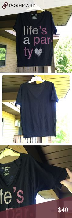 Aeropostale Tee Brand new elbow - length sleeve top from Aeropostale in a size Medium. I washed this as soon as I bought it, but I've never worn it. Soft & really comfortable as well. 💖 All offers are welcome!💖 Aeropostale Tops Tees - Short Sleeve