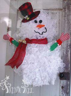 Snowman Wreath - Tutorial at Trendy Tree! http://www.trendytree.com/blog/snowman-wreath-tutorial/