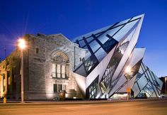 Royal Ontario Museum (Toronto, Ontario, Canada) by Daniel Libeskind Parasite Architecture, Architecture Design, Amazing Architecture, Chinese Architecture, Architecture Office, Futuristic Architecture, Sustainable Architecture, Toronto Architecture, Vintage Architecture