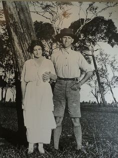Karen Blixen with 'Great White Hunter' Denys Finch Hatton (redford played him in the movie of Out of Africa, Meryl Streep was Karen)