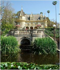 Kimberly Crest House, a French chateau-style Victorian mansion in Redlands, California. Beautiful World, Beautiful Homes, Beautiful Places, Beautiful Fairies, Zen, Big Sur, Orange County, San Diego, American Mansions