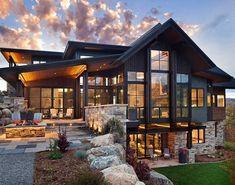 Gaaf huis, lijkt een beetje met die grote glazen muren op ons zij aanzicht