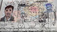 """Viajero varado en aeropuerto coreano debido a que su hijo """"intervino artísticamente"""" su pasaporte."""