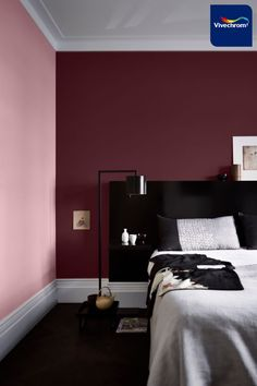 Αν σας αρέσουν οι αποχρώσεις του μωβ και του ροζ, δεν θα θέλετε να αποχωριστείτε αυτό το υπνοδωμάτιο! Αποχρώσεις 78RR 06/137 70RR 43/104 #bedroom #bedroomideas #bedroominspiration House Shelves, New Interior Design, Blue Rooms, Retro Design, My Room, Room Inspiration, Guest Room, Furniture, Home Decor