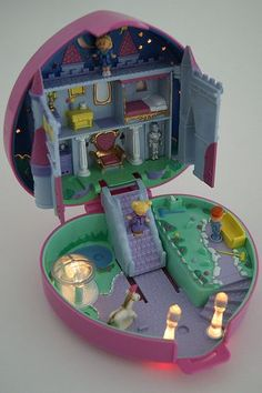 Light Up Castle (Polly Pocket). 90s Toys, Retro Toys, Vintage Toys, Childhood Memories 90s, Childhood Toys, Polly Pocket World, Pocket Light, 80s Kids, Cute Toys