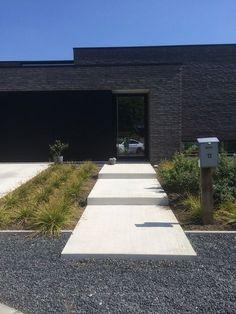 Moderne woning | Tuinaanleg Gert Kwanten Landscape Design, Garden Design, House Design, Front House Landscaping, Landscaping Ideas, Front Yard Plants, Brick Architecture, Facade House, Staircase Design