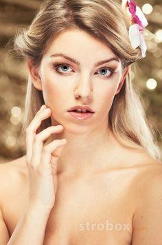 Glamor photo and lighting setup with Strobe, Softbox, Strip Softbox and Beauty Dish by Patryk Młodzikowski on strobox.com