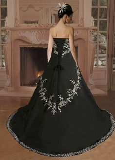 This would be an amazing wedding dress if you flipped the colors. Or maybe have blue... Something old, something new, something borrowed, something blue.