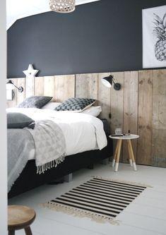 Design idee! Voeg gekleurde vakjes toe om meer rust te creëren in je Instawall   #design #interieur