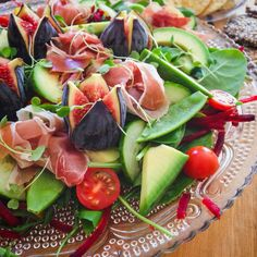 Ah-maaayzing salad by Even meat-eaters would delight in each bite. Caprese Salad, Lchf, I Foods, Fig, Meat, Iphone, Cooking, Recipes, Photography