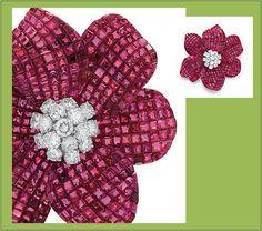 Van Cleef & Arpels – Broche Papoula com rubis e diamantes em platina