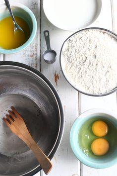 Pehmeät ja muhkeat sämpylät syntyvät helposti ja nopeasti ilman vaivaamista. Tee taikina illalla valmiiksi ja nauti aamulla uunituoreista sämpylöistä. Monkey Business, Baking, Food, Bakken, Essen, Meals, Backen, Yemek, Sweets