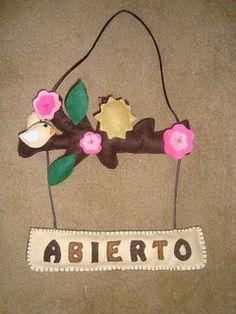 CARTEL ABIERTO-CERRADO DE FIELTRO Sewing Ideas, Christmas Ornaments, Holiday Decor, Google, Sign, Feltro, Felt Patterns, Jelly Beans, Doors