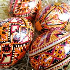 Another way to use vinigar. make some acid etched eggs for Christmas gifts. Or let me make them for you