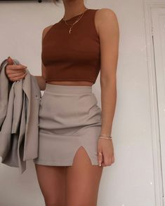 Grey mini skirt and burgundy top Mode Outfits, Skirt Outfits, Fashion Outfits, Fashion Tips, Fashion Bloggers, Modest Fashion, Fashion Ideas, Cute Casual Outfits, Stylish Outfits