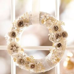 book page wreath diy Christmas Wreaths To Make, How To Make Wreaths, Christmas Decorations, Diy Wreath, Door Wreaths, Paper Wreaths, Wreath Ideas, White Wreath, Winter Christmas