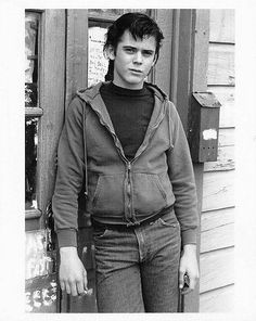 The Outsiders Photo: C. Thomas Howell as Ponyboy Curtis The Outsiders Ponyboy, The Outsiders Cast, The Outsiders Preferences, The Hitcher, Ralph Macchio, Sad Movies, Dream Guy, Beautiful Men, Actors & Actresses
