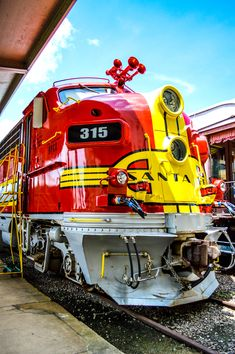 Galveston Railroad Museum (Galveston, Texas) #SantaFeTrain #GalvestonRailroadMuseum #GalvestonTexas #TexasMuseums #MuseumsByTheBay #MyGalveston #MyHouston #FunByTheBay #BayAreaHouston Diesel Locomotive, Steam Locomotive, Train Tracks, Train Rides, Bnsf Railway, Train Posters, Railroad Photography, Train Art, Railway Museum