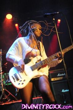 Beyonce's Bass Player Divinity Roxx Is a MONSTER!!!