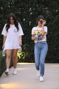 5c6063e14e57 Selena Gomez Hiding Her Face and About in Los Angeles  California - 05