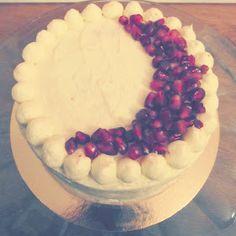 MÉLINA & CHOCOLAT: Gâteau à la vanille, grenade et glaçage chocolat blanc. [Battle Food #41] Grenade, Pie, Desserts, Food, Vanilla Cake, Sugar, Kitchens, Torte, Cake