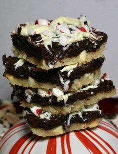 25 Days of Christmas Cookies: Day 3 - Black and White Peppermint Bars. A yummy sugar cookie crust studded with white chocolate chips,  a moist fudgy brownie layer, and a splash of cool refreshing crushed peppermint to top it all off, taking rich delicious decadence to a whole new level. christma cooki