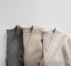 寒い日々にも柔らかさと女性らしさを優しく洗練された大人のニットを着こなそう