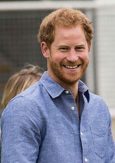 Love this harry smile Prince Harry Photos, Prince Harry And Meghan, Prinz Harry Meghan Markle, Queen E, Short Grey Hair, Prince Henry, Buckingham Palace, Elizabeth Ii, Duke And Duchess