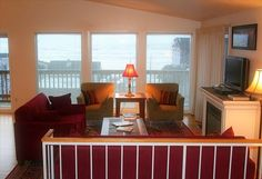 House vacation rental in Newport from VRBO.com! 3 blocks to beach, hottub, good layout, sleeps 8-10