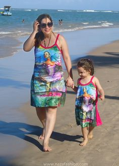 "Mother and daughter ""nazing"" (wearing naza) on the beach - mae e filha #nazando na praia de Porto de Galinhas"