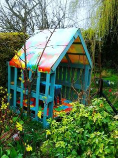 Pallet Yard Furniture: Pallet playhouse so cool for the kids to play in!