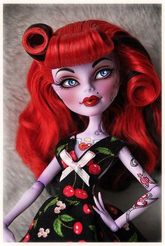 I might just be a little girl at heart but Matti & I share the love for Monster High and this custom Operetta is beautiful. Custom Monster High Dolls, Monster Dolls, Monster High Repaint, Custom Dolls, Ooak Dolls, Blythe Dolls, Art Dolls, Bjd, Barbie