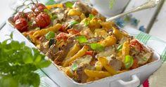 Vad kan vara godare än en krämig gratäng? Vi tipsar om smakfulla recept på gratänger fyllda med kassler, fläskfilé, kycklingfilé och korv. Gratinera gratängen med ost och krämig sås. Gratäng passar fint både som festmat och till vardags. Vad ska vi äta till middag idag? Året Runt rekommenderar att testa ett av våra goda recept på gratäng! Penne, Zucchini, Tacos, Ost, Food And Drink, Ethnic Recipes, Red Peppers, Pens