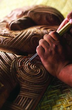 Maori woodcarving of interior facade. Wood Carving Art, Bone Carving, Wood Carvings, Chainsaw Carvings, Polynesian People, Maori People, Maori Designs, Nz Art, Maori Art
