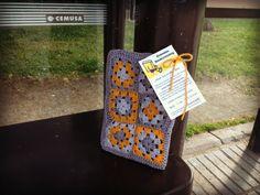 Libro esperando un autobús o más bien a una persona decidida a llevárselo a casa