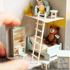 I'm thinking about new #tinybearhouse design. ;) It's for the event held in Osaka.  新しいちっこいおうちのデザイン、考え中 5月の大阪でのイベント用…の予定  #miniature #dollshouse #diorama #ochibitswip #ミニチュア #ドールハウス #オチビッツ制作中 #Amidelapoupée2016 #tinybearhouse2016ver