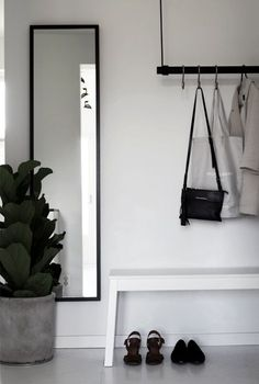 A good minimalist home decoration will make your minimalist feels more comfortable. This decoration is perfect for you who live in a small home or in an apartment. Most of the minimalist home decorati Hallway Inspiration, Interior Inspiration, Design Inspiration, Decoration Hall, Decorations, House Entrance, Entrance Ideas, Hallway Ideas, Small Entrance