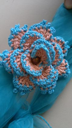 Watch The Video Splendid Crochet a Puff Flower Ideas. Wonderful Crochet a Puff Flower Ideas. Diy Crochet Flowers, Yarn Flowers, Knitted Flowers, Crochet Flower Patterns, Crochet Crafts, Yarn Crafts, Crochet Projects, Diy Flower, Crochet Leaves