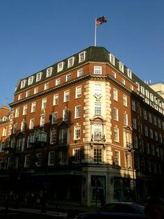 Fortnum & Mason - A mais antiga e luxuosa loja de departamentos em Londres, com mais de 300 anos de história, desde 1707 ocupa o mesmo endereço no coração da Piccadilly.