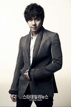 Lee Seung Gi is still going strong: No. 1 on music charts pinned with Pinvolve