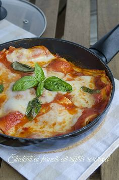 lasagna in padella con pomodoro e mozzarella cucina mediterraneaplat